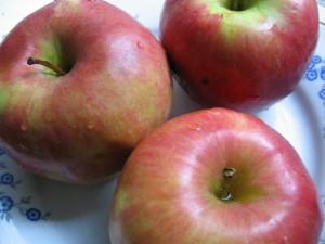 IMG 7370 resize 300x225 Prăjitură cu mere (de post)