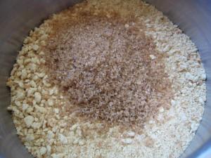 IMG 7439 resize 300x225 Tartă crocantă cu nuci şi caramel