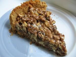 IMG 7453 resize 300x225 Tartă crocantă cu nuci şi caramel