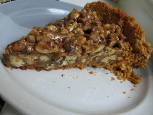 IMG 7455 resize 300x225 Tartă crocantă cu nuci şi caramel